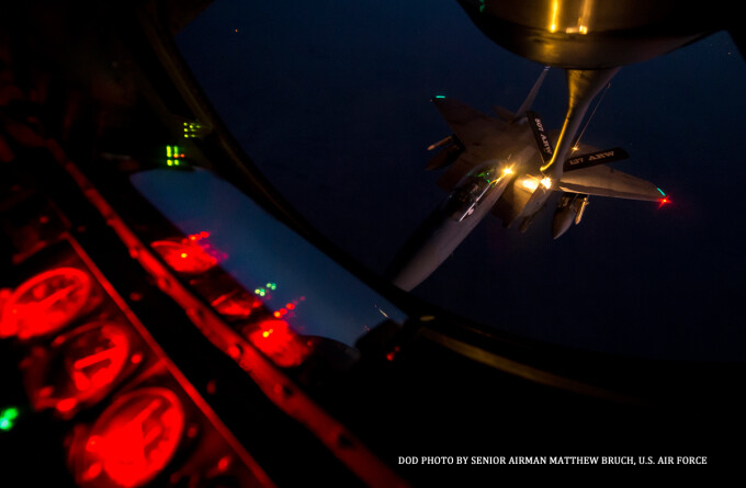 avion F-22 Raptor in curs de alimentare