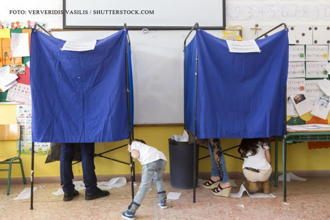 alegeri Grecia, copii care se joaca
