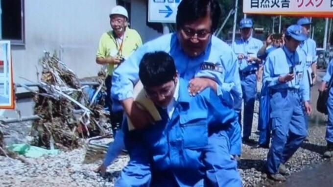Shunsuke Mutai, ministru japonez carat in brate