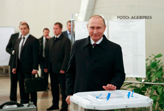 Vladimir Putin voteaza la alegerile pentru Duma de stat