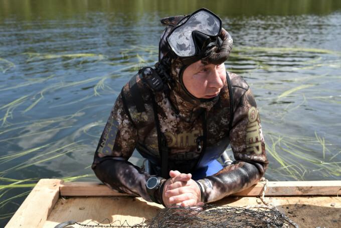 Vladimir Putin in costum de scafandru