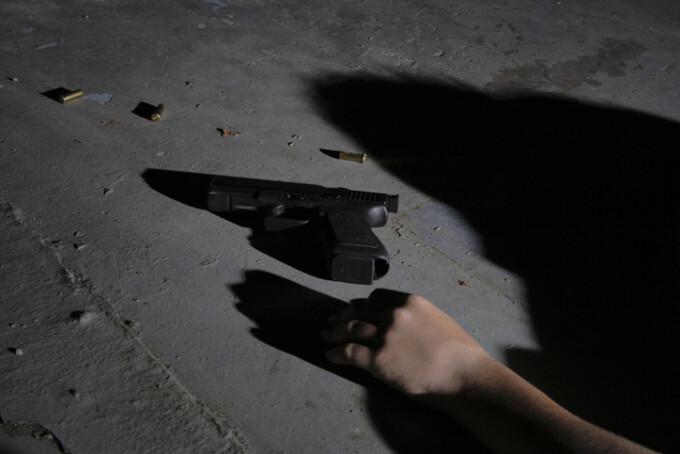sinucidere pistol
