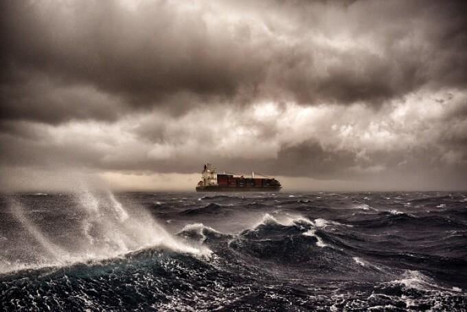 Furtună pe Marea Mediterană