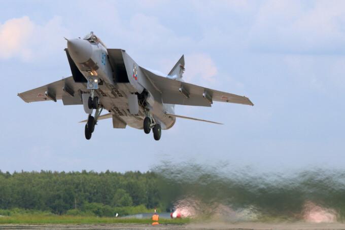 MiG-31 care decoleaza