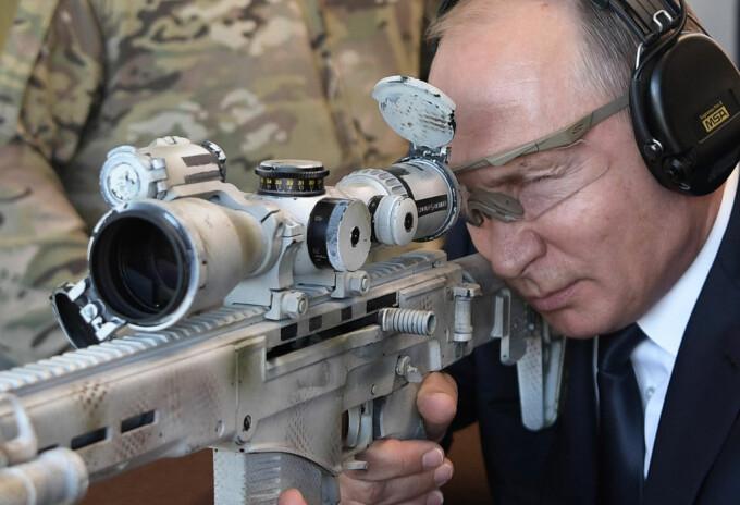 Vladimir Putin anunţă un nou program de înarmare