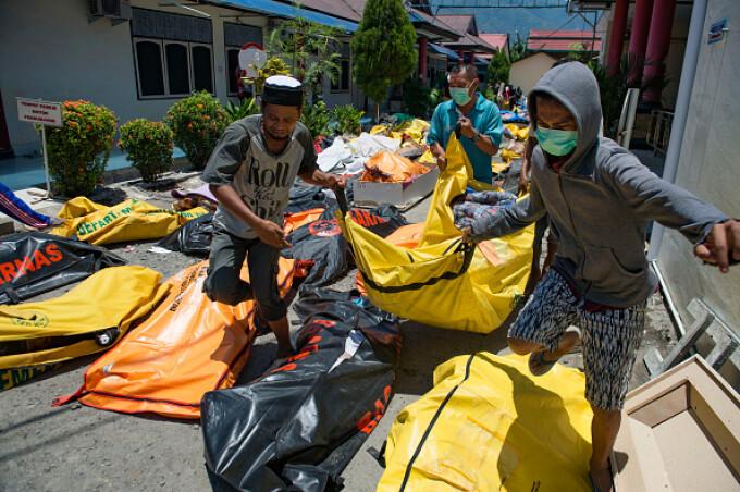 Sute de morți și răniți în Indonezia după cutremurul urmat de tsunami