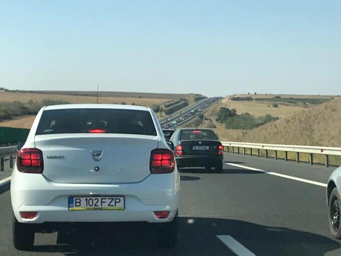 Circulație blocată pe A2, după un accident