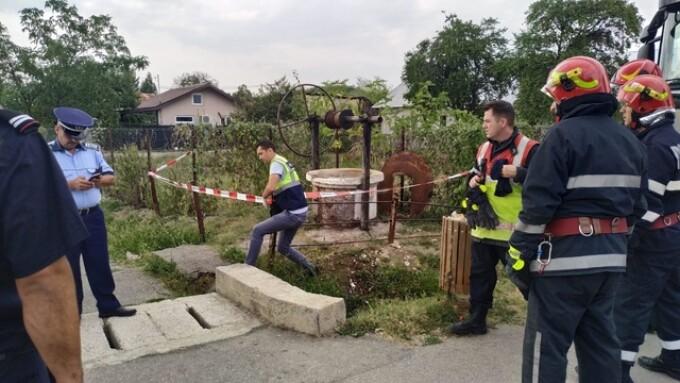 Doi bărbaţi au decedat, după ce au intrat într-un puţ pentru a-l curăţa