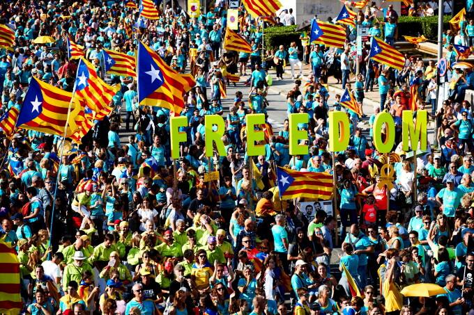 Proteste în Barcelona. Aproape un milion de catalani cer independenţa