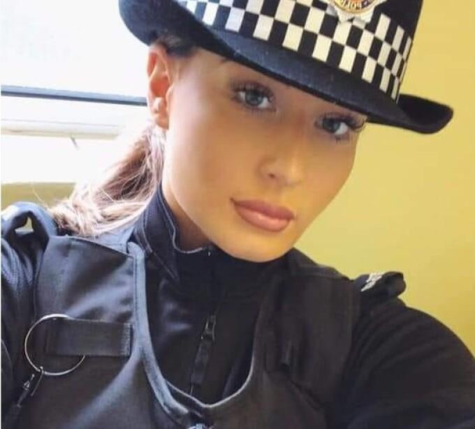 """O polițistă care a vrut să salveze un copil, """"jignită"""" de bărbați. Care a fost motivul"""