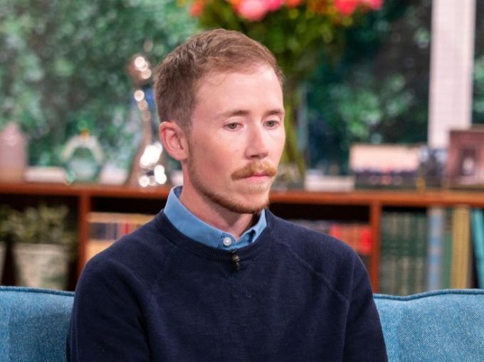 Un bărbat transgender care a născut a vrut să fie declarat tată