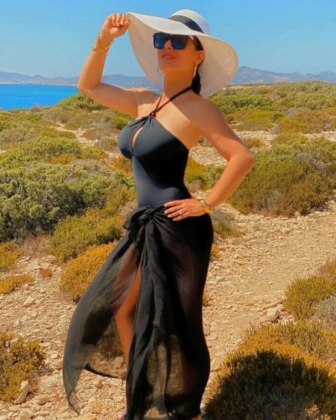 salma hayek în costum de baie la 54 de ani