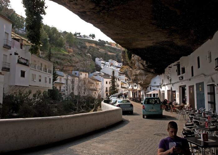 Oamenii traiesc in cladiri sapate in piatra: Cum arata orasul de sub stanca! FOTO