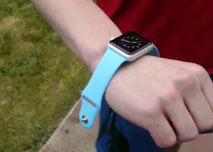 Asta se intampla cu Apple Watch daca iti cade din mana! VIDEO