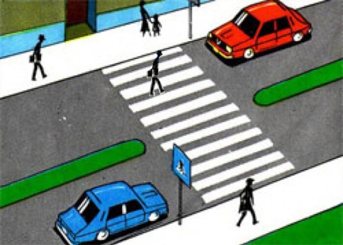 Pietonii care folosesc telefonul când traversează strada ar putea fi amendați