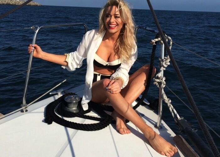 Sedinta foto in largul marii: Cum arata Laura Cosoi in cel mai sexy pictorial al verii FOTO