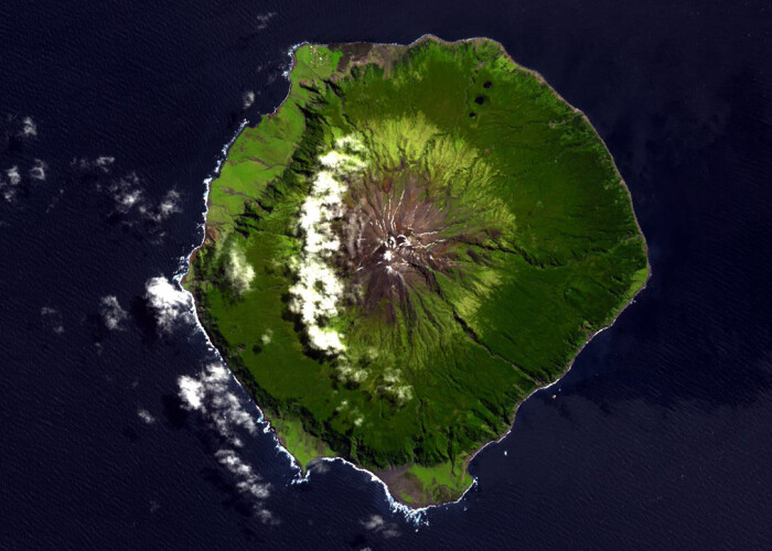 Cum poti vizita cea mai izolata insula din lume! VIDEO