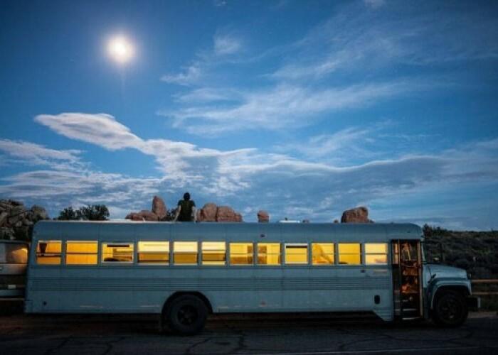 Un student la arhitectura a transformat un autobuz in visul oricui. Interiorul arata genial: FOTO