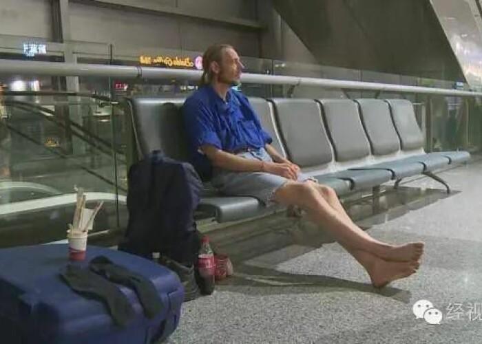 A mers 4.500 de kilometri si apoi a asteptat 10 zile in aeroport o femeie! Ce s-a intamplat in ultima zi