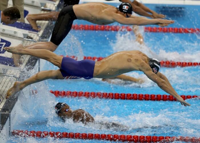 Toata lumea a observat petele rosii de pe spatele lui Michael Phelps! Ce sunt aceste semne