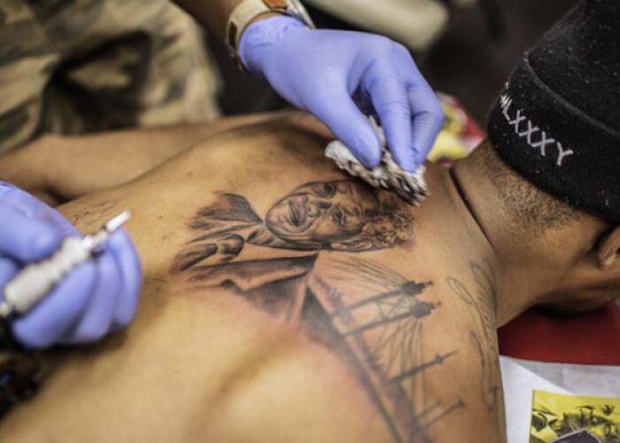 Nelson Mandela lives on my skin Cat de raspandite sunt tatuajele cu Mandela la un an dupa moartea sa! FOTO