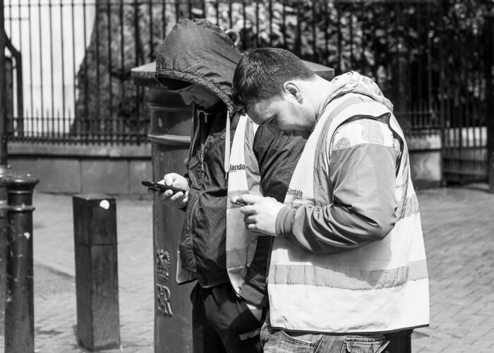 Ce se intampla e cu adevarat ingrijorator: Oamenii obsedati de telefoanele lor au ceva in comun: FOTO