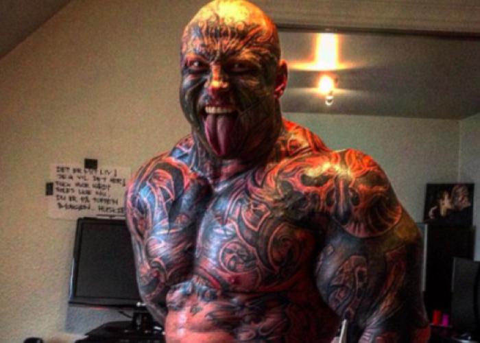 Are 130 de kilograme, 40 de tatuaje si o porecla infioratoare: Bestia. Cum arata insa iubita lui
