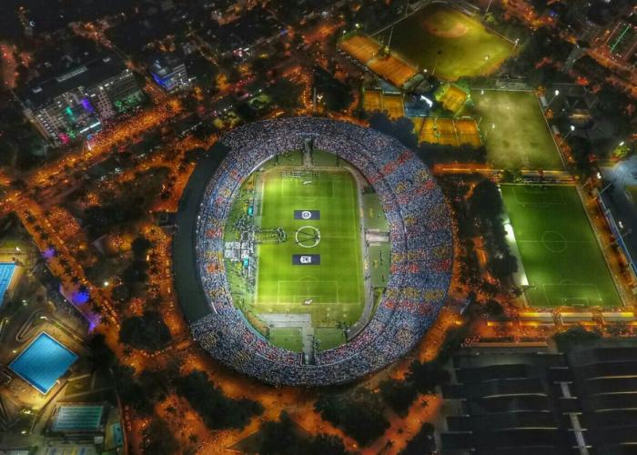 Imagini coplesitoare. Aproape 200.000 de columbieni s-au strans pe stadionul lui Atletico Nacional si pe strazile din jur la ora meciului cu Chapecoense