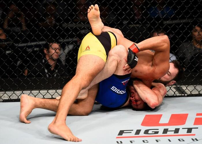 S-a lasat de fotbal si s-a apucat de lupte in MMA! Cum si-a distrus adversarul in primul meci din UFC