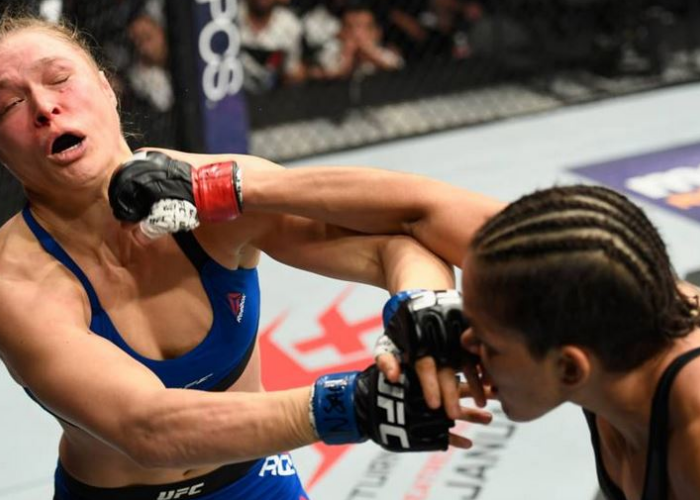 Ronda Rousey a fost desfigurata in cusca de Amanda Nunes, in meciul finalului de an din UFC