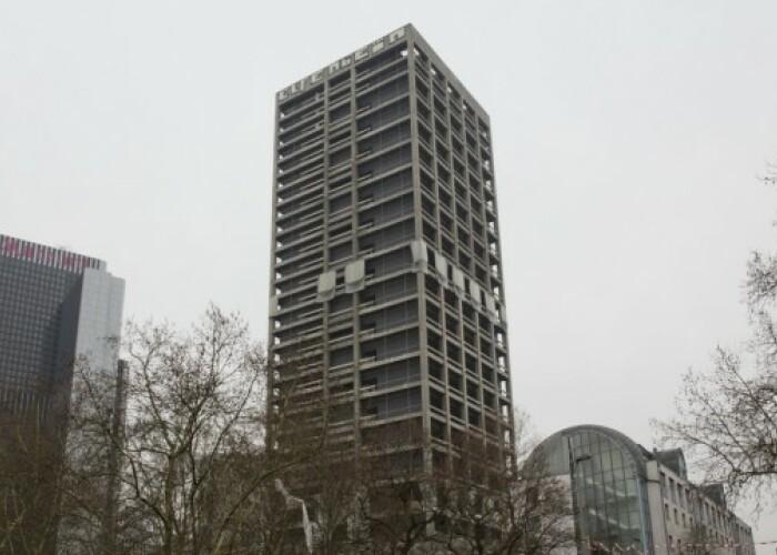 Cum a fost demolat un bloc de 116 metri! VIDEO
