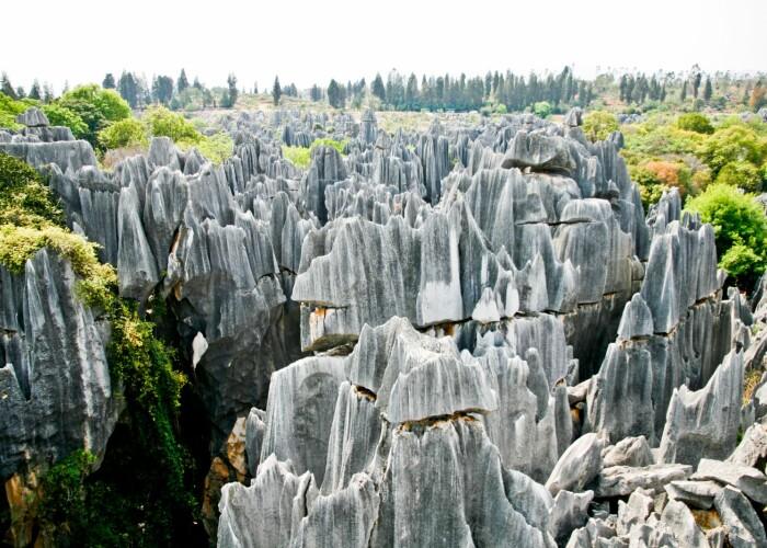 Asa arata prima minune a lumii Imagini spectaculoase cu padurea de piatra din China! VIDEO