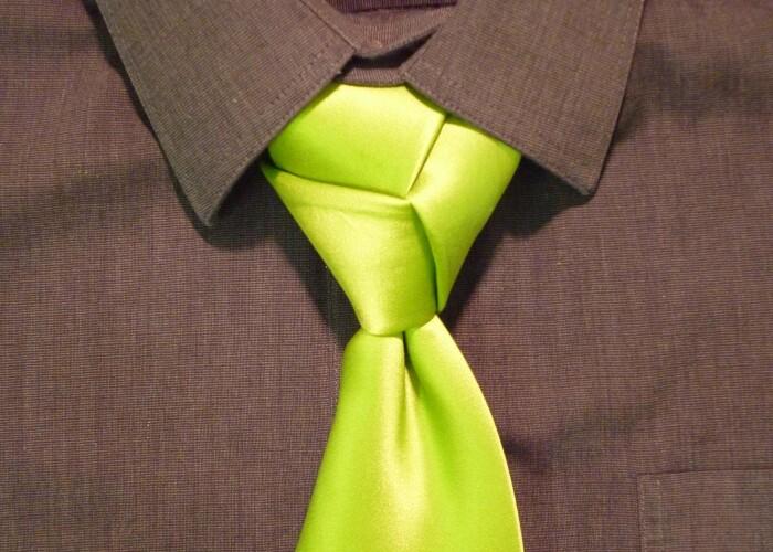 Cercetatorii suedezi au descoperit cate moduri de a face un nod la cravata exista: