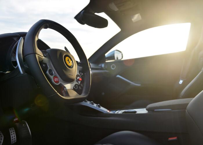 Cum arata pe sosea 731 de cai putere italieni pur sange : Ferrari F12 Berlinetta va fi la Geneva in Martie: FOTO