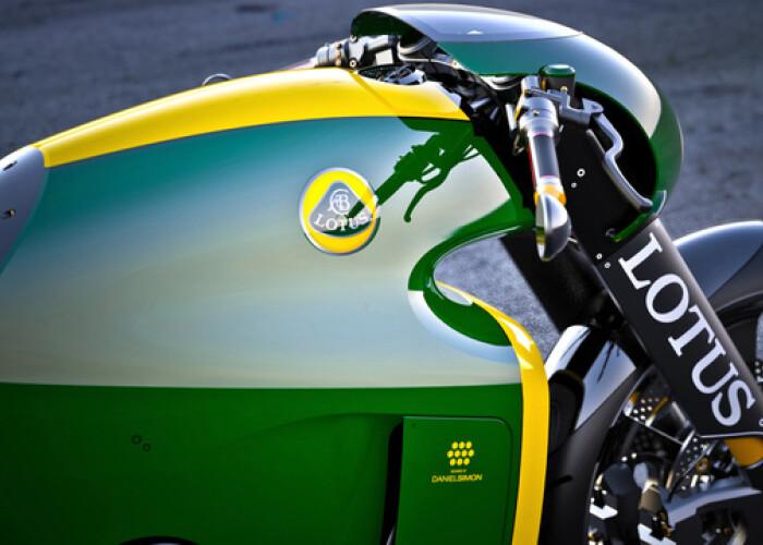 Lotus isi pune numele pe 2 roti: Omul din spatele Tron: Legacy deseneaza motocicleta. Doar 100 vor fi produse: FOTO
