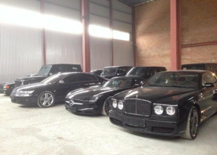 Colectia impresionanta de masini de lux a familiei Yanukovych! VIDEO