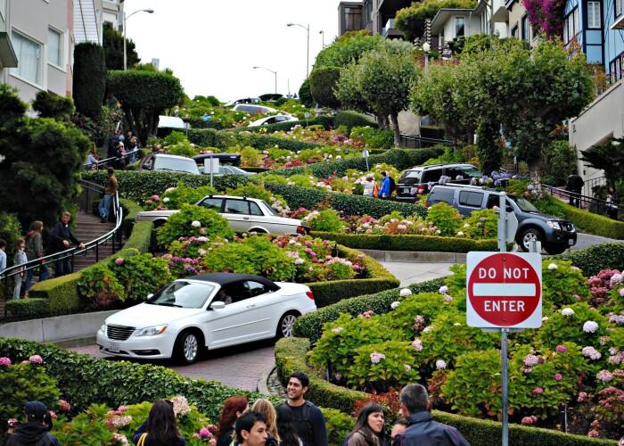 Cum arata intersectia care ii zapaceste pe toti soferii: Top 9 cele mai ciudate strazi din toata lumea! FOTO
