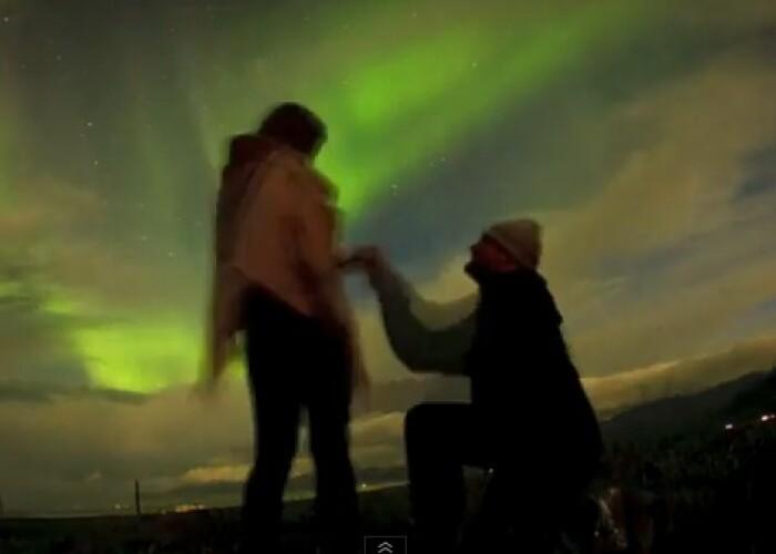 Si-a cerut iubita in casatorie in fata unuia dintre cele mai spectaculoase fenomene de pe Planeta: Uite unde si-a dus viitoarea sotie sa spuna DA