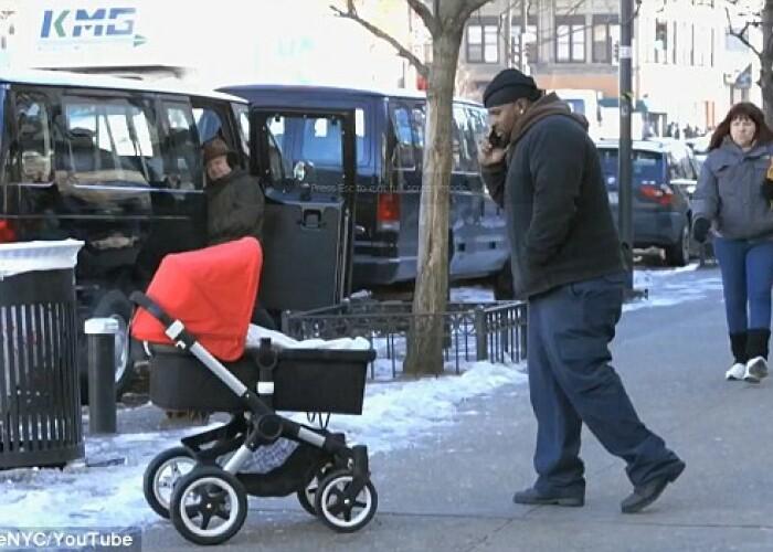 Farsa anului: Au crezut ca e un bebelus dar s-au speriat de moarte! VIDEO