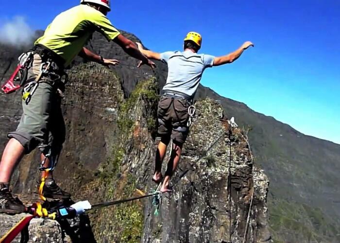 Own Land: Cum e sa faci echilibristica la 2.000 de metri altitudine! VIDEO