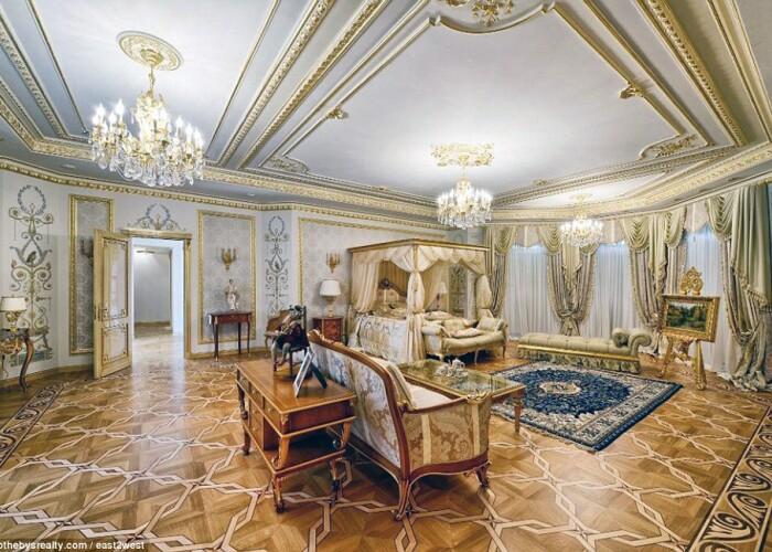 Unele costa peste o suta de milioane de dolari: Cum arata palatele de lux pe care oligarhii le scot la vanzare. FOTO