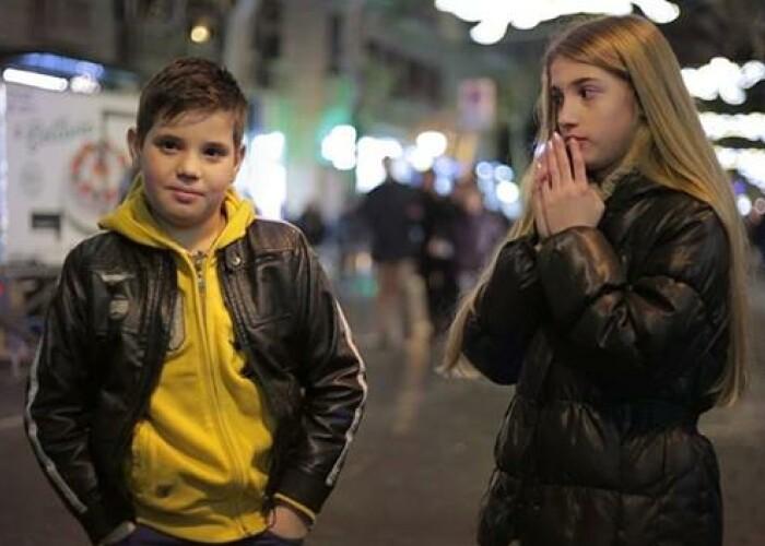 7.000.000 de oameni au vazut clipul: Ce se intampla cand baietii sunt rugati sa loveasca o fata! VIDEO