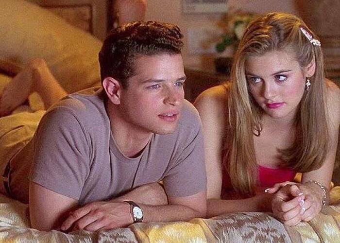 A fost prins de iubita ca se uita la prea multe filme pentru adulti! Ce s-a intamplat e de cascadorii rasului