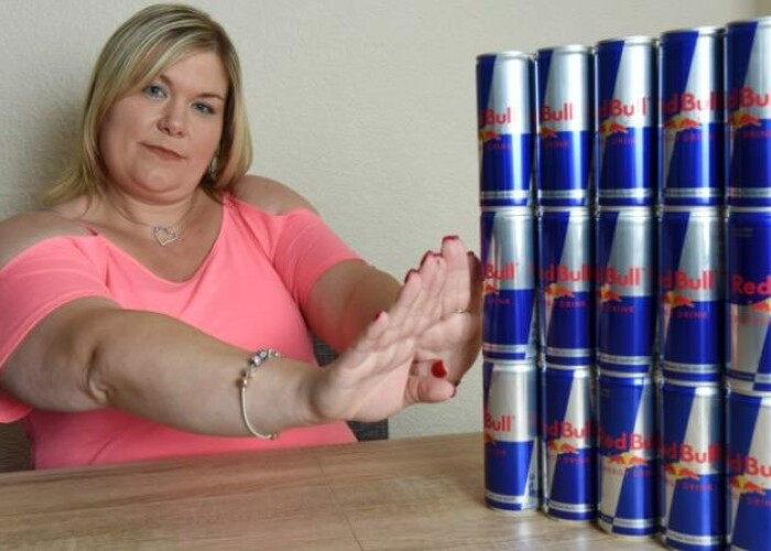 Femeia care a baut 20.000 de doze de energizant in 11 ani. Cati bani a cheltuit pentru viciul sau: Am incercat sa ma opresc, dar n-am putut