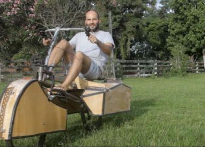 Un brazilian a creat bicicleta care poate merge si pe apa VIDEO