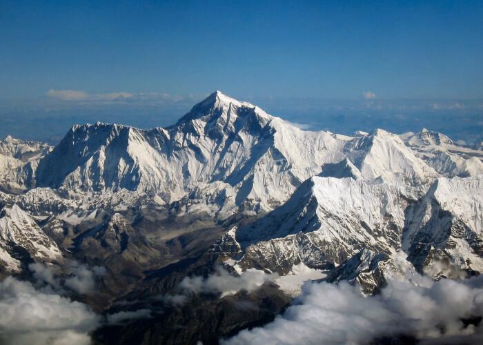 Descoperire incredibila: Everestul s-ar fi deplasat 40 de centimetri spre nord in ultima jumatate de secol