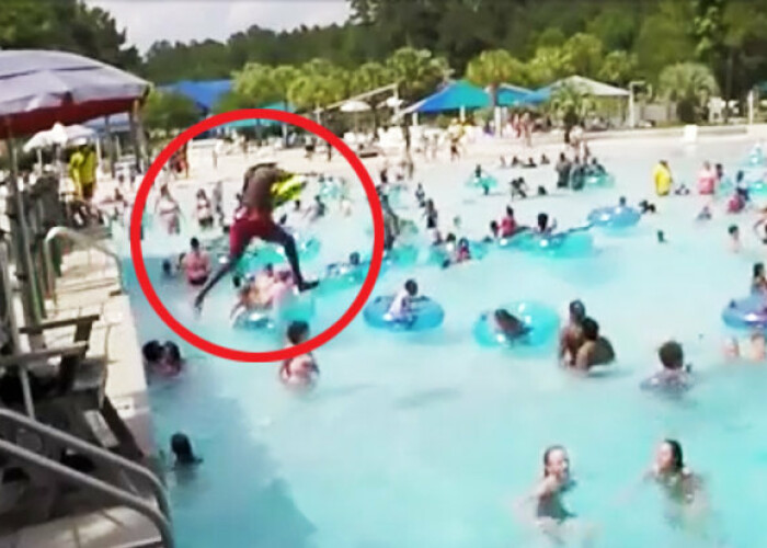 Un salvamar a devenit erou dupa acest imagini incredibile! Ce a vazut in apa printre zeci de oameni