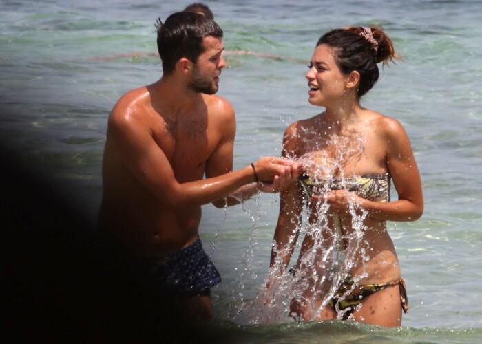 Sotia fotbalistului Miralem Pjanic a incantat pe plaja
