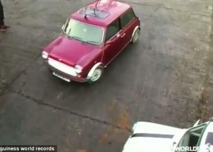 Un nou record mondial pentru cea mai tare parcare laterala, in marsarier! VIDEO