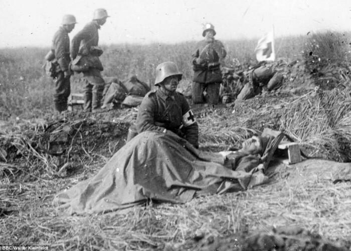 IMAGINI IN PREMIERA: Un soldat german de 16 ani a imortalizat ororile razboiului! FOTO